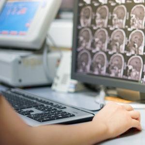 Inovação na saúde: IA em hospitais públicos de Goiânia e atestados digitais em Cingapura
